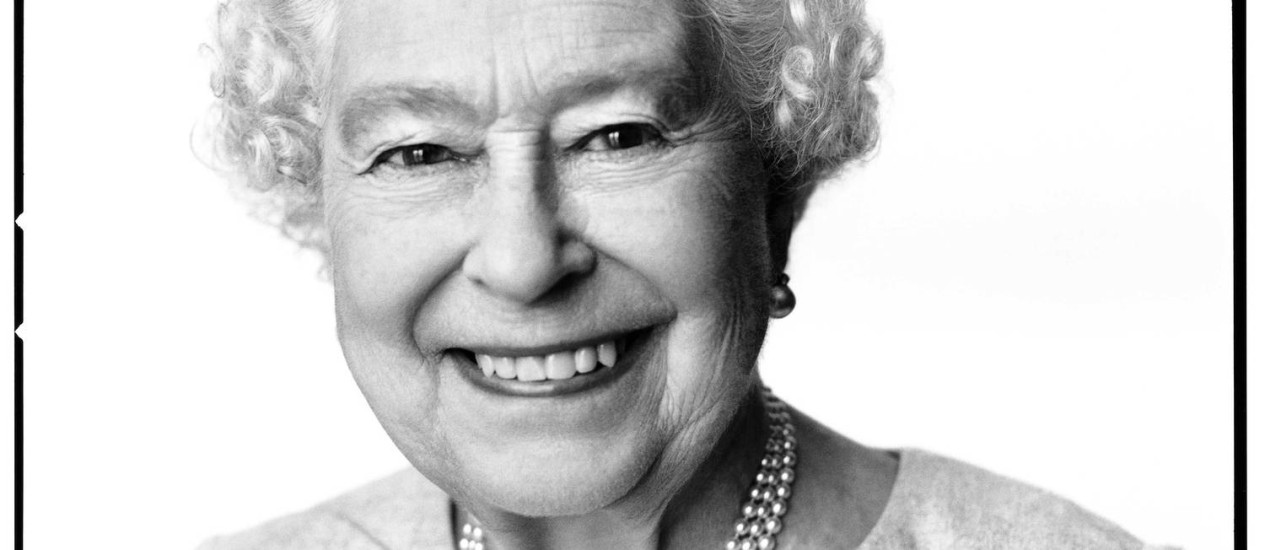 Rainha Elizabeth II posa para retrato no Palácio de Buckingham Foto: HANDOUT / REUTERS