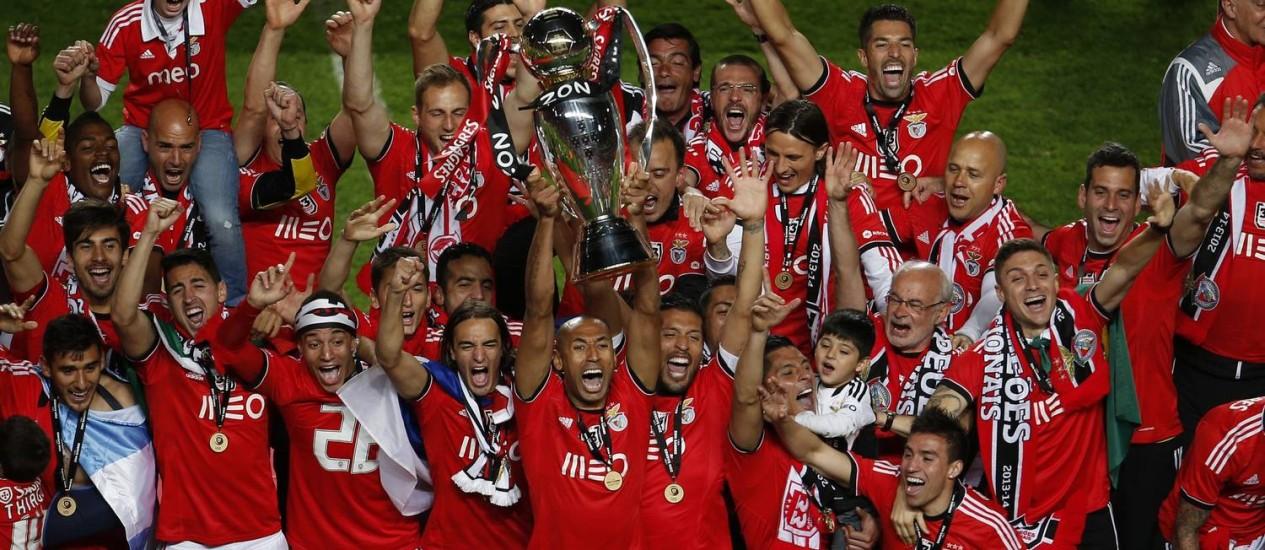 Os jogadores do Benfica comemoram o título português Foto: Rafael Marchante / Reuters