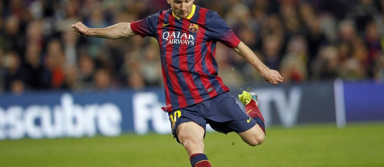 Messi marcou, de falta, o gol da virada do Barcelona Foto: Albert Gea / Reuters