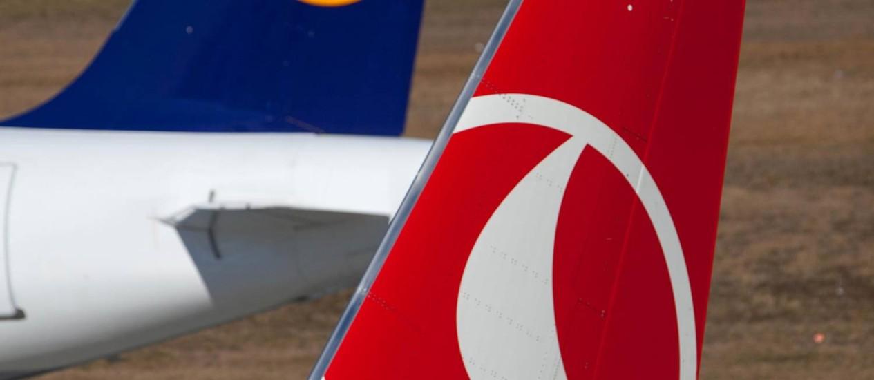 Aviões da Lufthansa e da Turkish Airlines no aeroporto de Tegel, em Berlim: novas empresas superam as antigas Foto: Krisztian Bocsi/Bloomberg