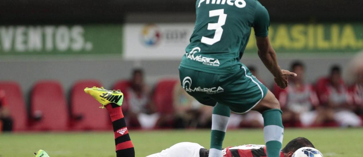 Tropeço na estreia. O Flamengo não passou do 0 a 0 com o Goiás no Mané Garrincha Foto: Jorge William / Agência O Globo