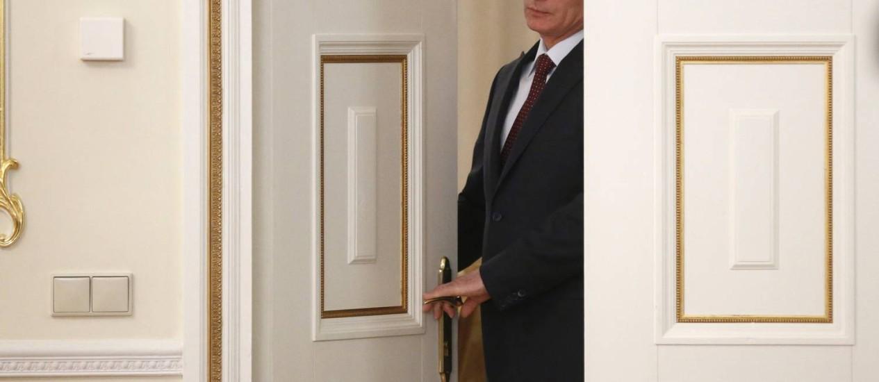 O presidente da Rússia, Vladimir Putin: malabarismos para alimentar a ilusão de que a Rússia voltará a ser uma grande potência Foto: AFP/MAXIM SHIPENKOV