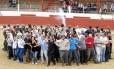 Partidários da extinção das touradas protestam antes do início de uma corrida de touros no Sul da França