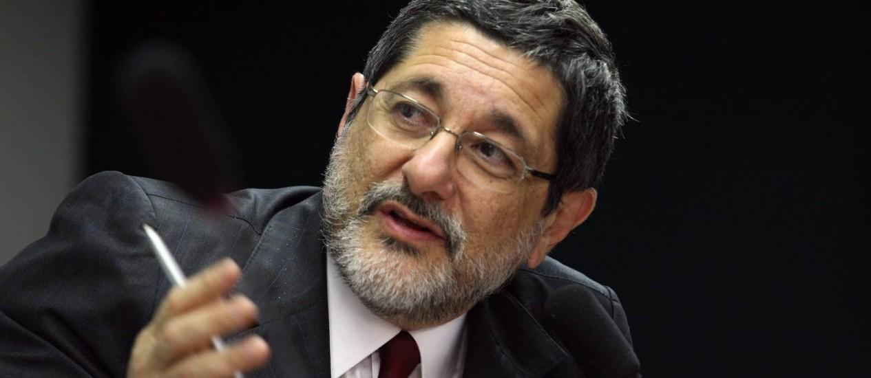 O presidente da Petrobrás, Sérgio Gabrielli, fala na Comissão Especial do Pré-Sal Foto: Ailton de Freitas / O Globo