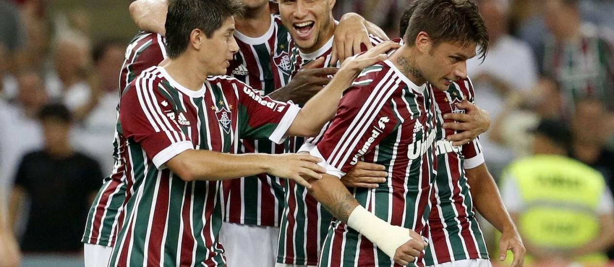 Rafael Sóbis comemora o gol contra o Figueirense com Conca, Elivelton, Fred e Bruno Foto: Ivo Gonzalez / O Globo