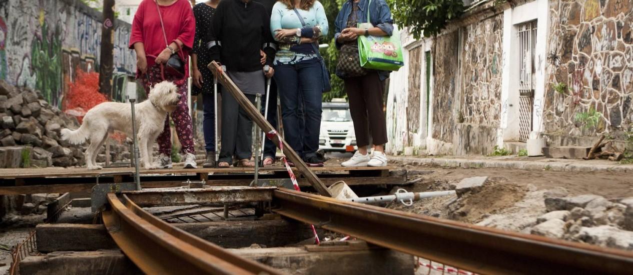 Moradores continuam insatisfeitos com as obras e prometem entrar na justiça contra o estado Foto: Guilherme Leporace