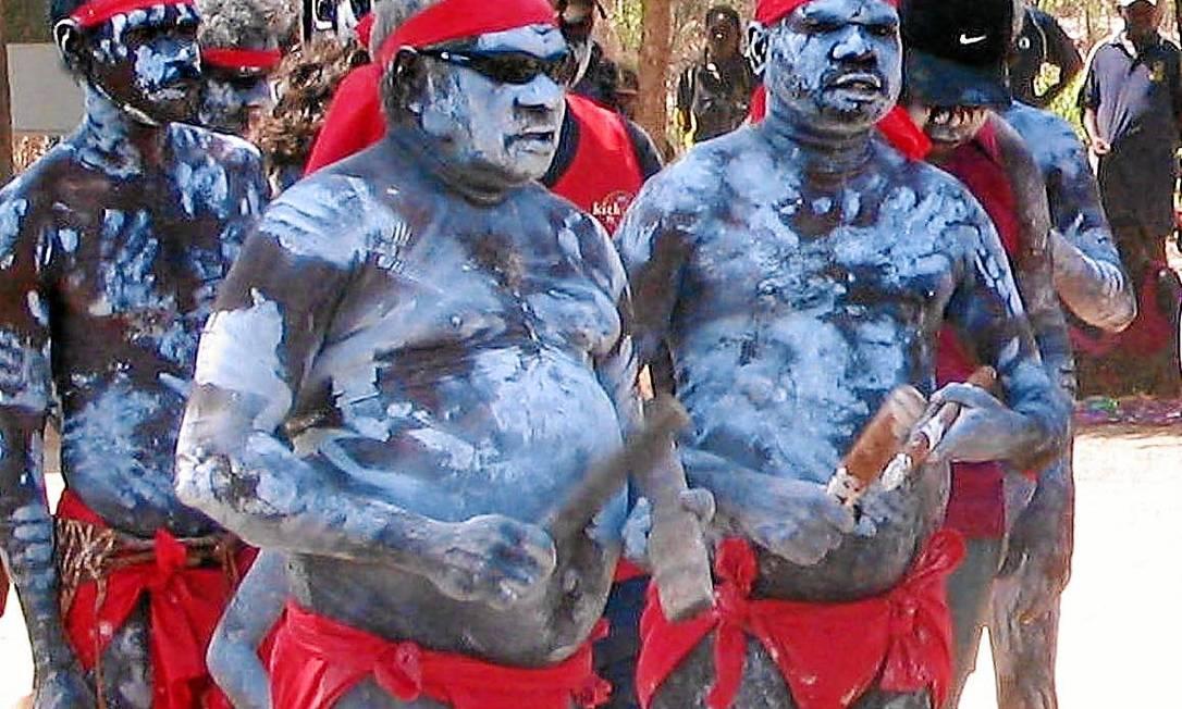 Aborígines australianos: população seria descendente de onda migratória que deixou a África há 130 mil anos Foto: NEIL SANDS/AFP