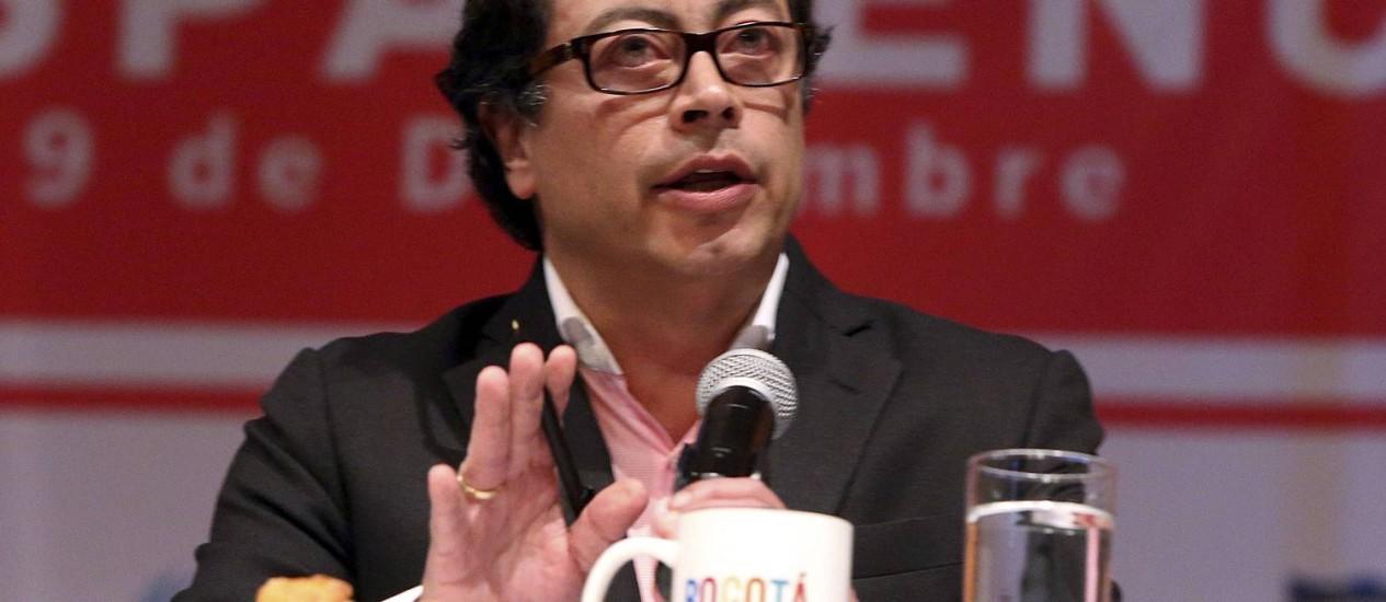 Gustavo Petro discursa durante um fórum em Bogotá em 2013 Foto: HANDOUT / REUTERS