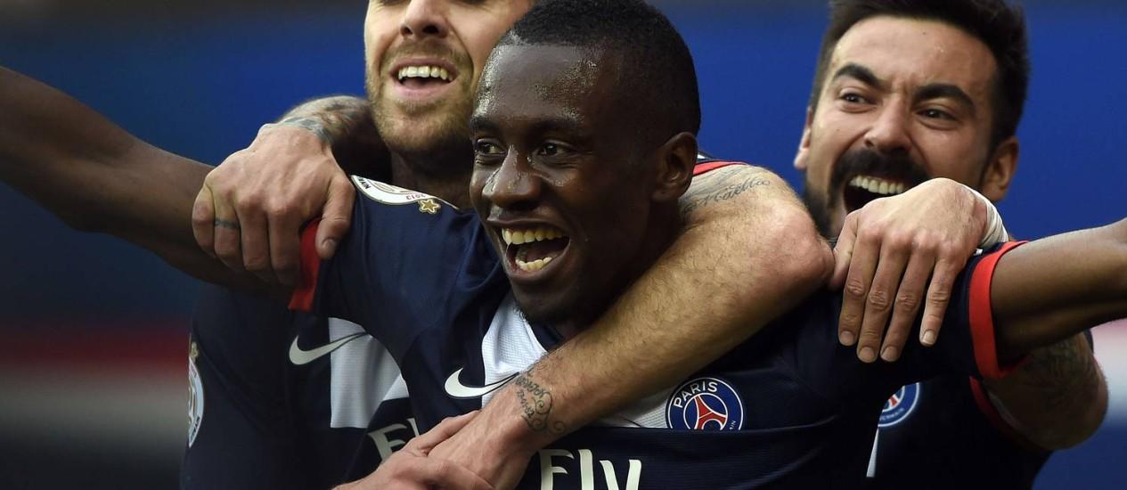O meia Blaise Matuidi vibra com o gol da vitória do PSG que marcou sobre o Evian em jogo complicado para o líder do Campeonato Francês no Parc des Princes, em Paris Foto: FRANCK FIFE / AFP