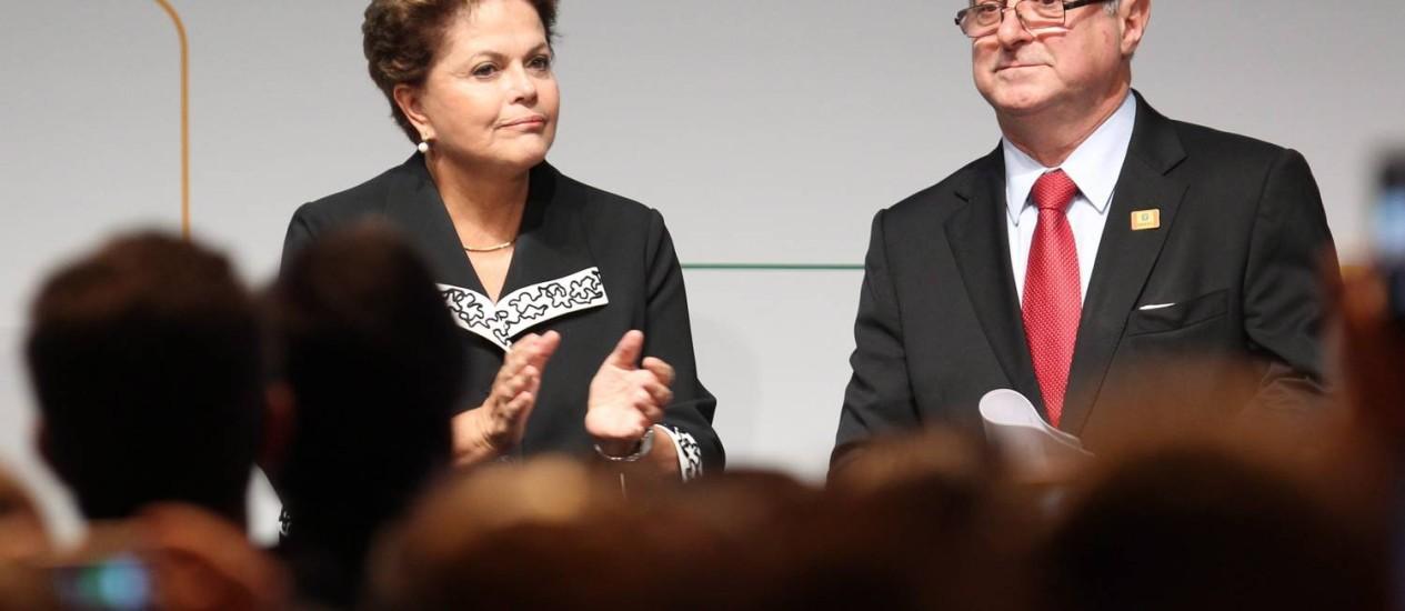 A presidente Dilma Rousseff e o ministro Paulo Bernardo no NetMundial, na quarta-feira Foto: / Foto Marcos Alves
