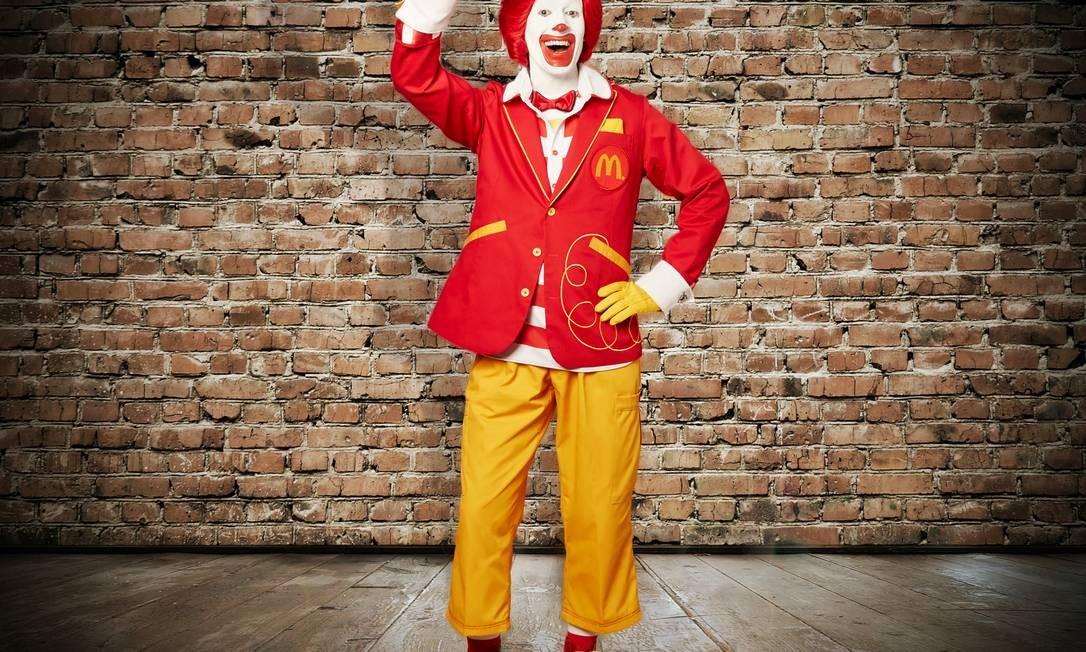 McDonald's apresenta a nova imagem do personagem Ronald: em vez de macacão, calça e paletó Foto: / Divulgação