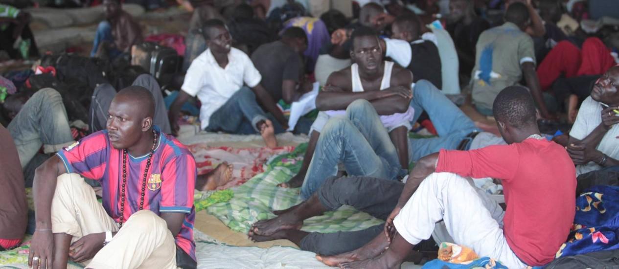 Haitianos e Senegaleses na cidade de Brasiléia, no Acre Foto: Cléber Júnior/3-4-2014 / Agência O Globo