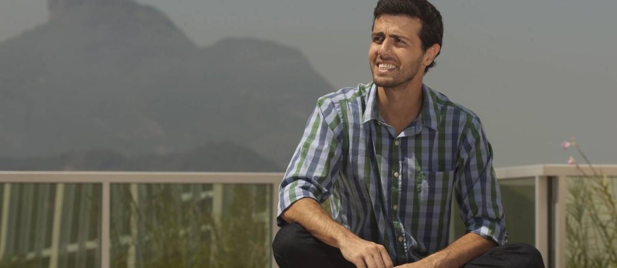 Gustavo Mota no prédio onde fica seu escritório, na Barra: vontade de compartilhar o que aprendeu. Foto: Guilherme Leporace/ Agência O Globo