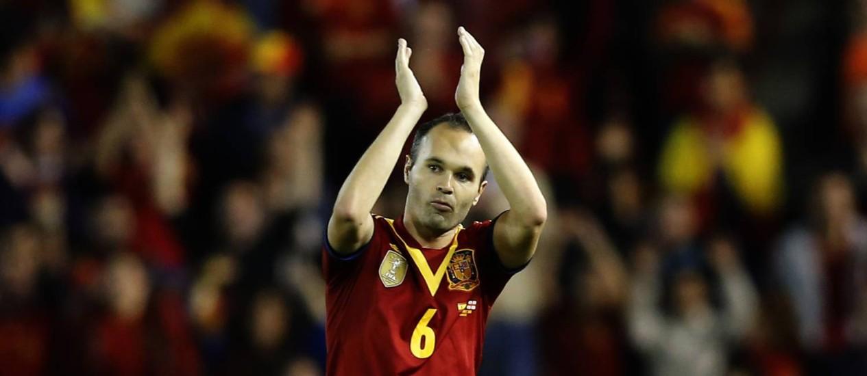 Iniesta em ação pela Espanha em jogo das eliminatórias da Copa de 2014: craque é um dos destaques da seleção campeã do mundo Foto: JOSE JORDAN / AFP