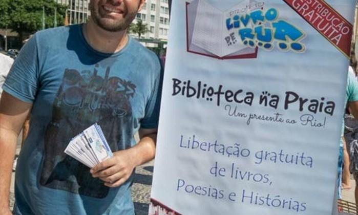 Pedro Gerolimich, criador do projeto Livro de Rua Foto: Andrea Portela / Divulgação