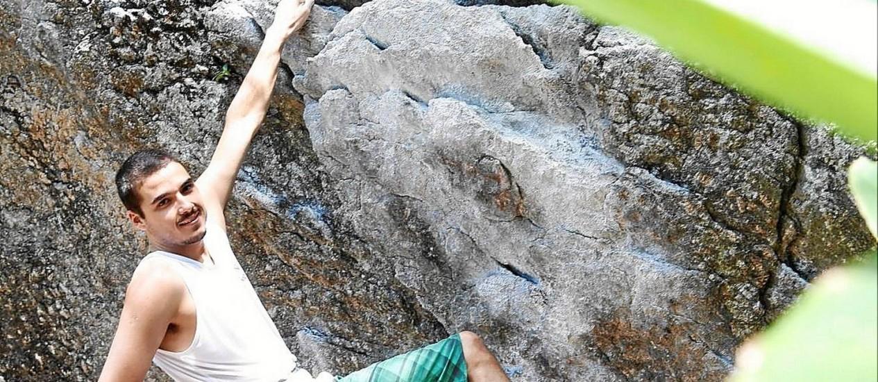 Referência no esporte. Caio Gomes, campeão estadual de boulder, frequenta o lugar desde os 6 anos Foto: camilla maia