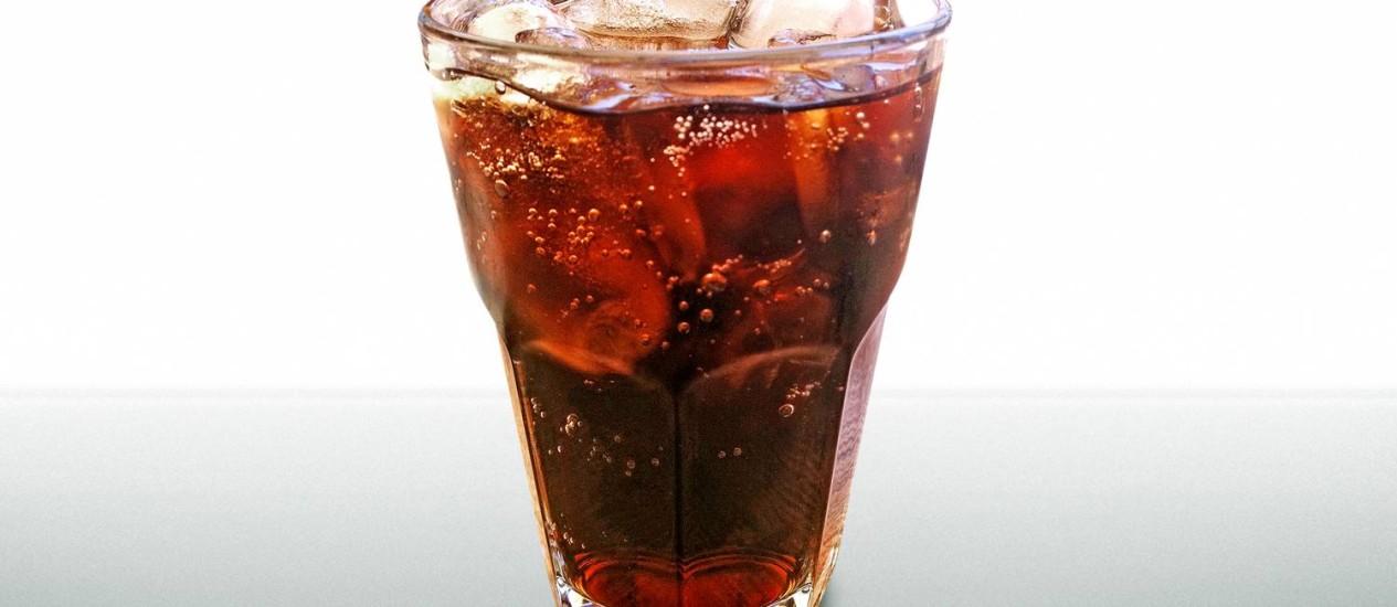 Refrigerantes têm alto teor de açúcar, que colaboram com o aumento do peso Foto: Stock Photo