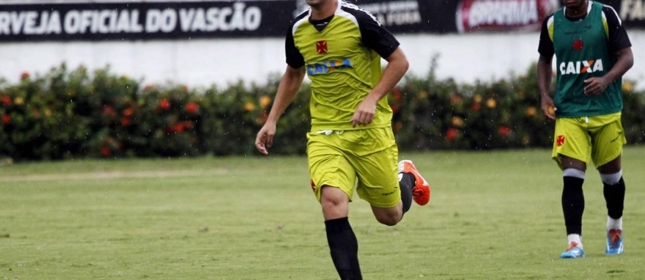 O zagueiro Luan durante treino do Vasco Foto: Gustavo Miranda / O Globo