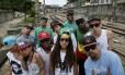 Um grupo de artistas e ativistas da Zona Norte do Rio protesta contra a restrição