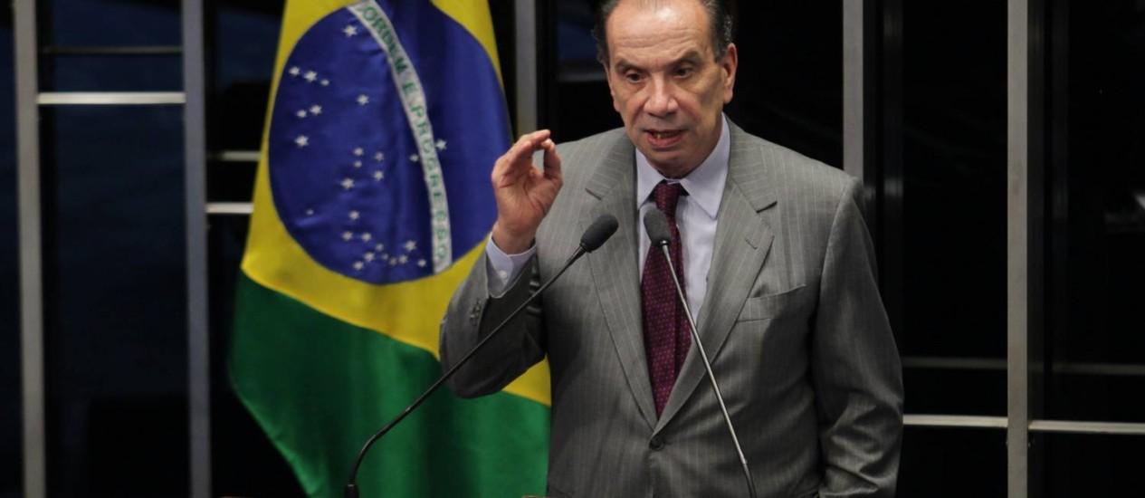 Para o líder do PSDB no Senado, Aloysio Nunes (SP), saque mostra que a Petrobras foi tratada como algo menor que um botequim Foto: Ailton de Freitas / O Globo