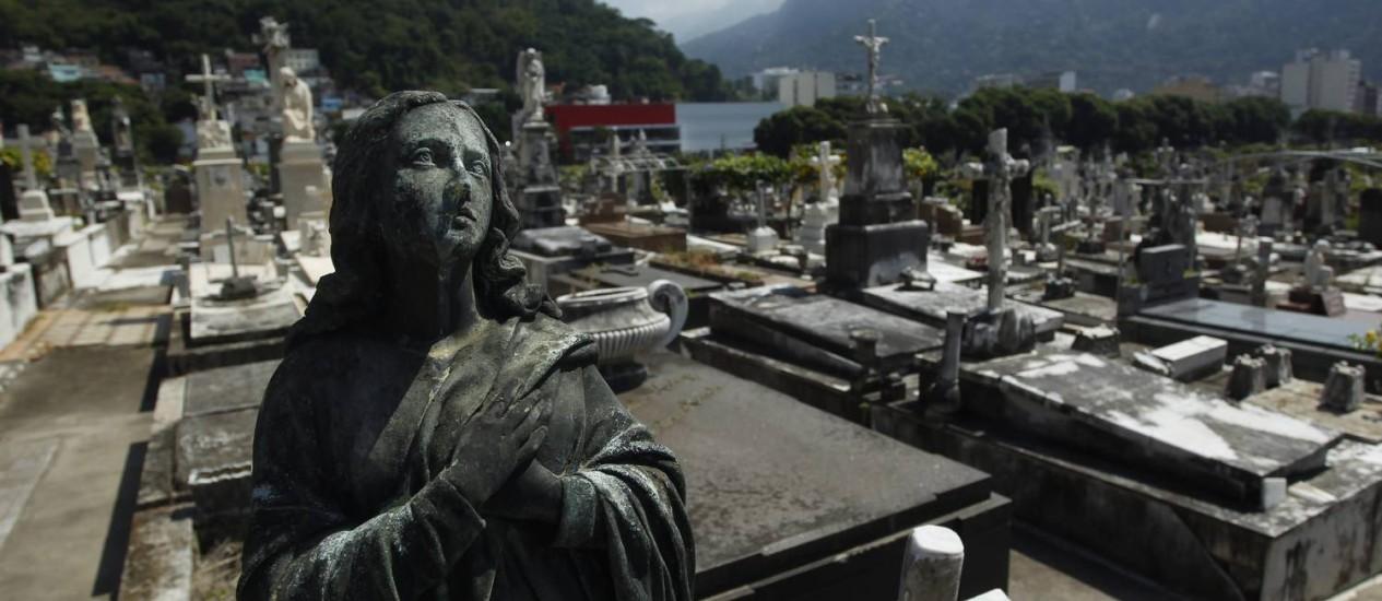 Cemitério São João Batista é um dos prejudicados pela paralisação de coveiros Foto: Custódio Coimbra / Agência O Globo (07/04/2014)