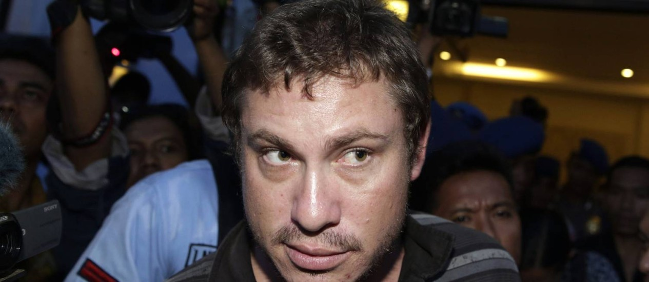 Matt Christopher, um passageiro da Virgin Australia, após a sua detenção no aeroporto de Denpasar, na ilha turística de Bali Foto: STRINGER/INDONESIA / REUTERS