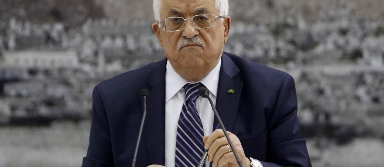 Mahmoud Abbas durante reunião em Ramallah, no início de abril Foto: Mohamad Torokman / REUTERS