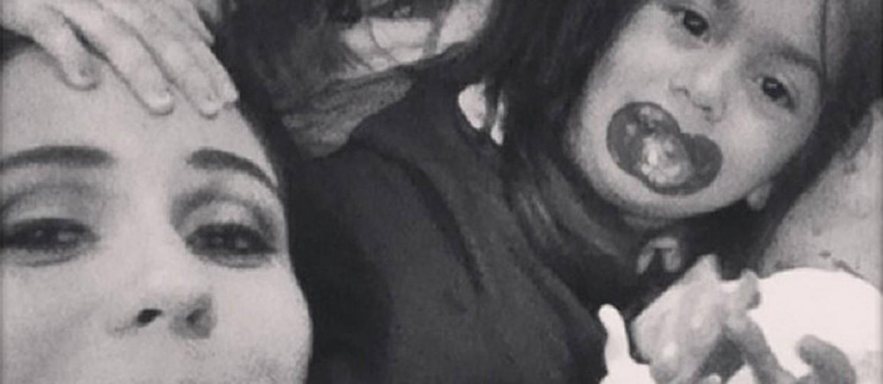 Giovanna Antonelli com as gêmeas Sofia e Antônia Foto: Reprodução Instagram