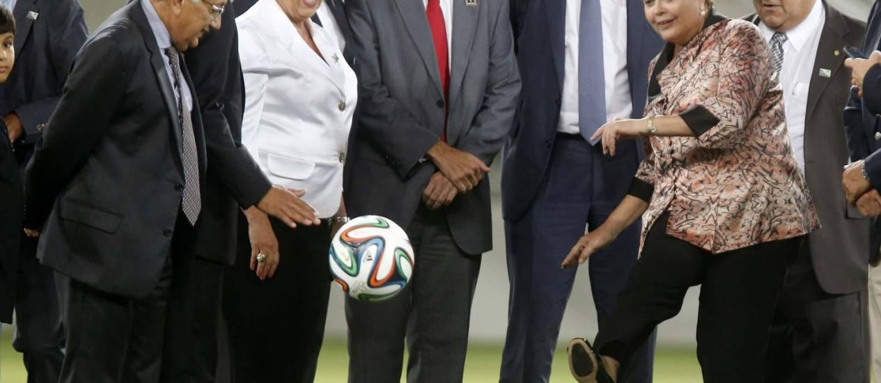 A presidente Dilma Rousseff na inauguração da Arena das Dunas em Natal, em janeiro: para ela, estádios e aeroportos estão prontos para a Copa do Mundo Foto: SERGIO MORAES / REUTERS