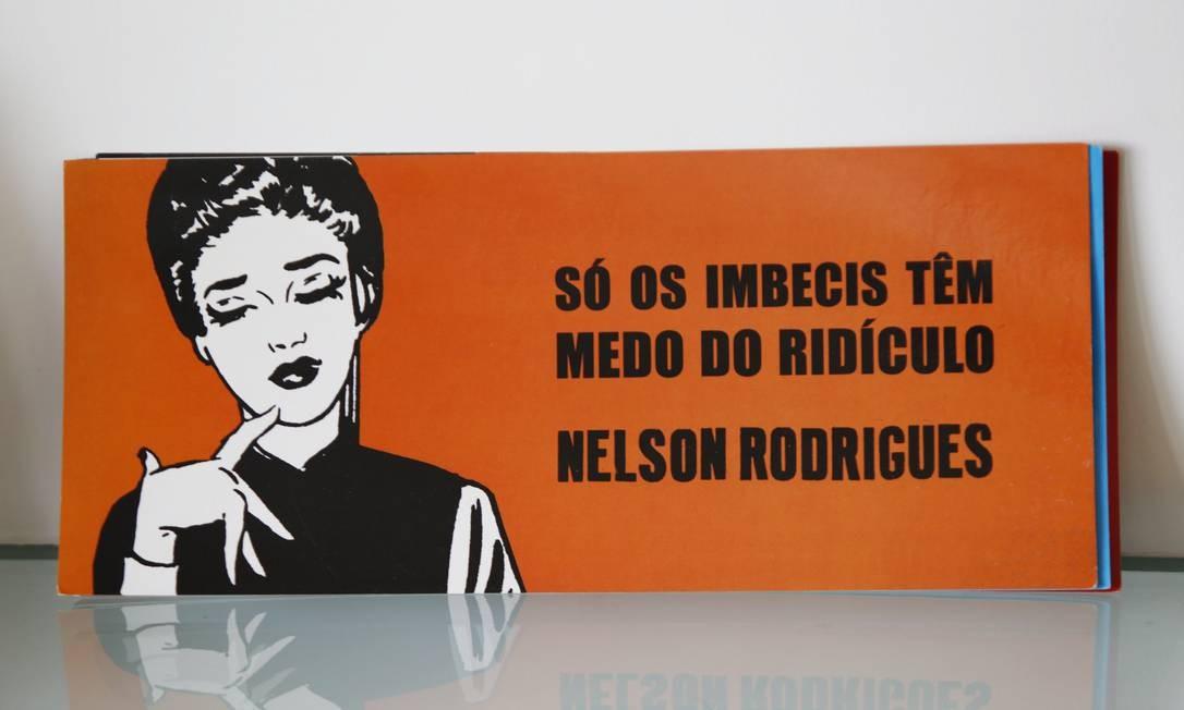 A frase de Nelson Rodrigues também enfeita o escritório da autora. Foto: Ana Branco