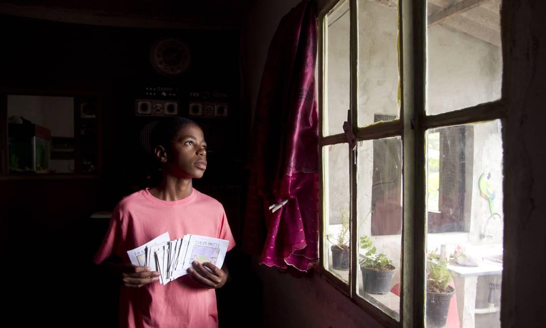 Católico e devoto de São Jorge, Betinho se surpreendeu ao descobrir que a maioria dos adolescentes de sua geração se declara sem religião Foto: Márcia Foletto / Agência O Globo