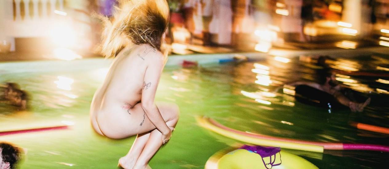 Frequentadora da festa Pool Me In pula na piscina pelada no fim da edição realizada no último dia 12 Foto: Divulgação/Rodrigo Esper (I Hate Flash)
