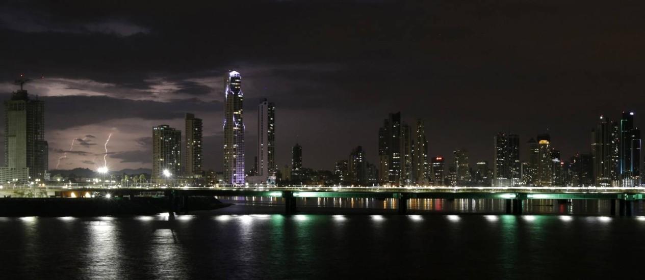 Cidade do Panamá. Visual da capital foi completamente alterado pela multiplicação de arranha-céus, símbolos do atual momento econômico do país Foto: CARLOS JASSO / REUTERS