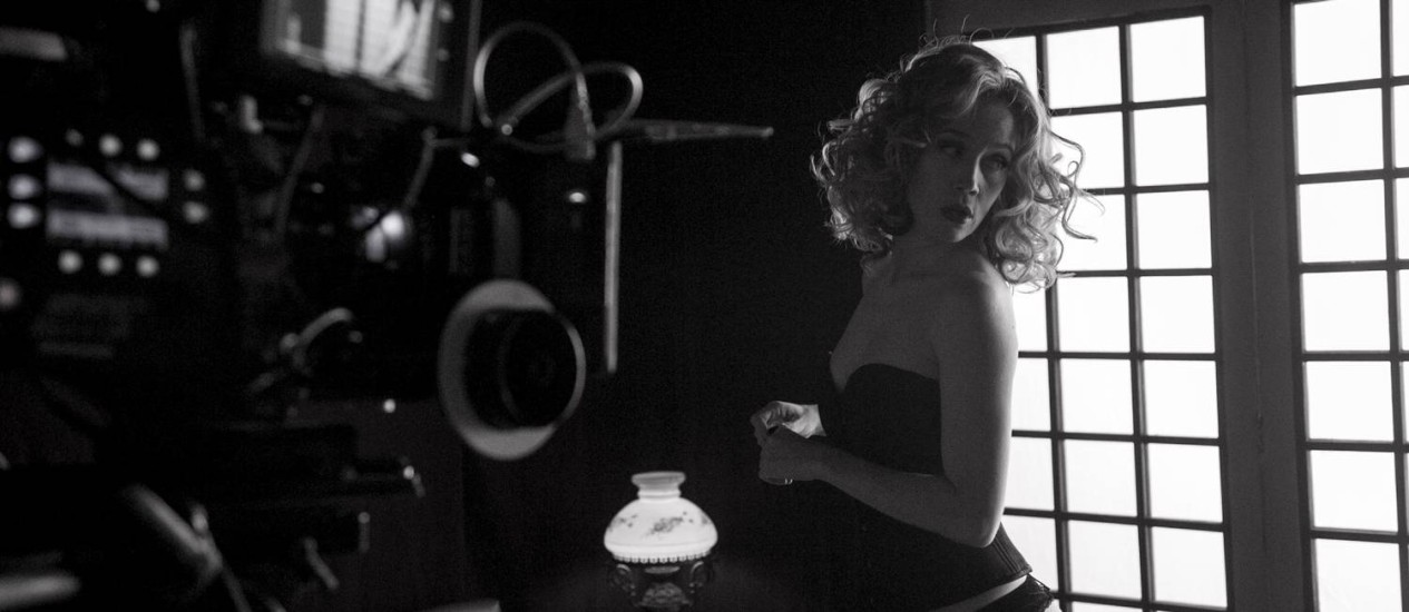 Femme fatale. A Sara de Camila Morgado se descobre uma mulher segura e sensual no seu lado vingativa Foto: Divulgação