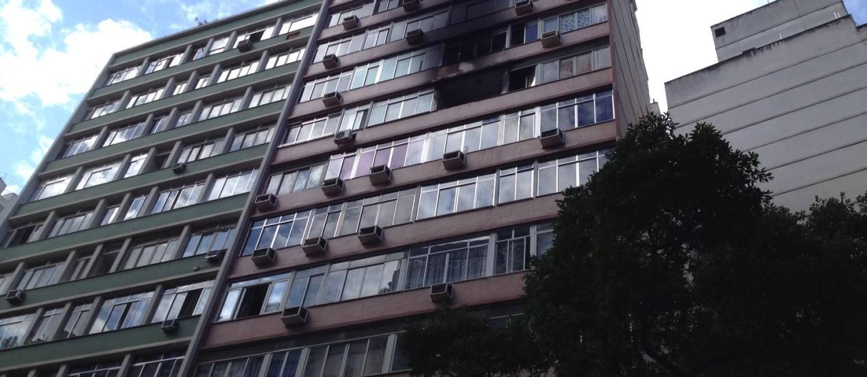 Incêndio atinge o 10º andar de prédio em Copacabana e fecha a Rua Barata Ribeiro Foto: Vera Araújo / varaujo@oglobo.com.br