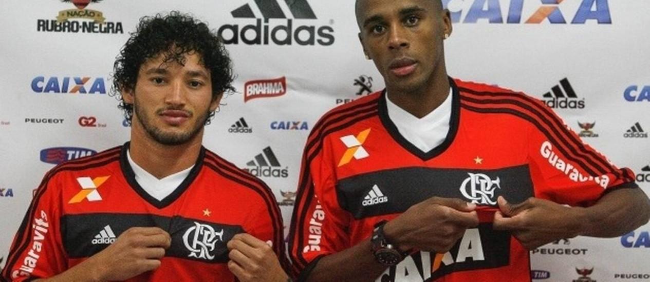 Flamengo apresentou o atacante Arthur e o zagueiro Marcelo Foto: Divulgação Flamengo