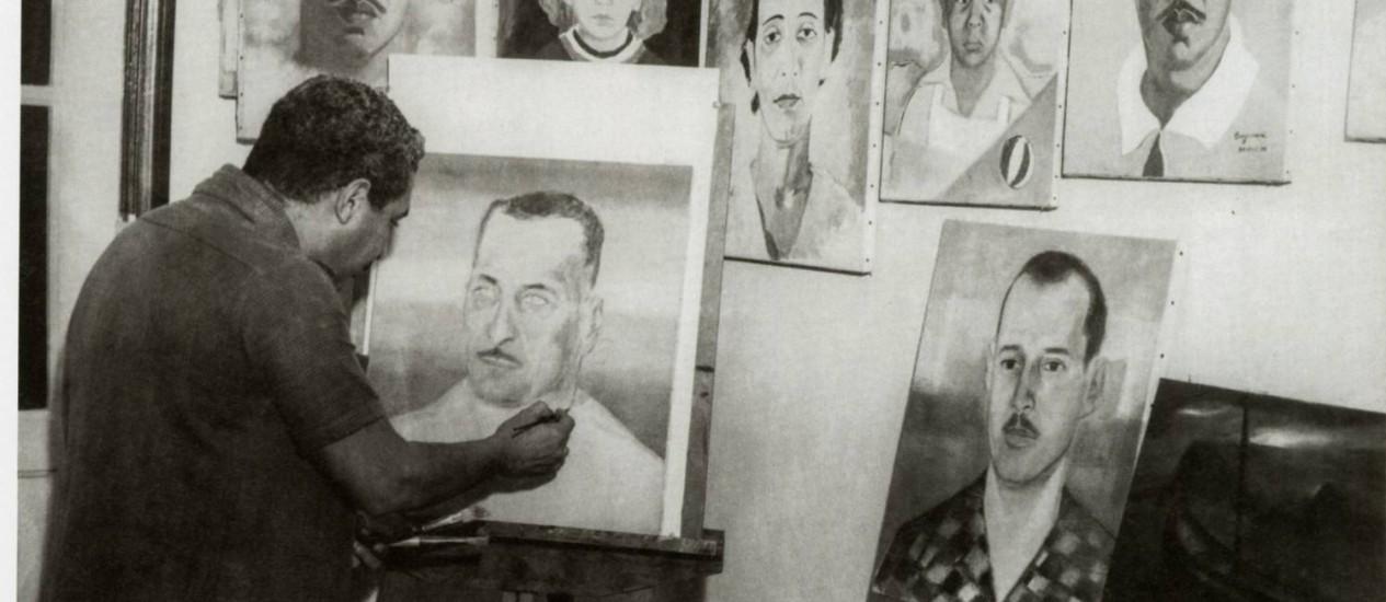 Caymmi com pincéis e telas: Rubem Braga dizia que ele foi o único a captar seu jeito de ser em uma pintura Foto: Divulgação