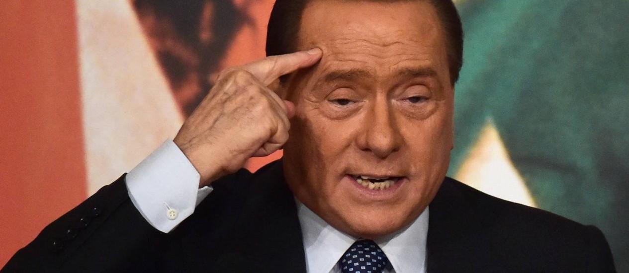Silvio Berlusconi. Ex-primeiro-ministro italiano voltou a despertar a ira de opositores políticos com declarações polêmicas Foto: GABRIEL BOUYS / AFP