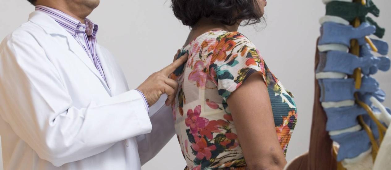 José Ribamar Moreno, especialista em dor do CTIDor, no Leblon, recomenda exercícios moderados Foto: Daniela Dacorso / Daniela Dacorso