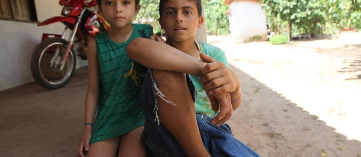 Escolas Desativadas. Sonia Pereira de Sousa, e o irmão Anderson Pereira, estudavam em escola fechada no Piauí Foto: Efrém Ribeiro