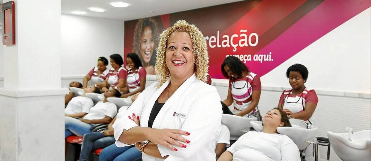 Vera Lúcia, no Beleza Natural há 20 anos, comanda o centro de treinamento da rede de salões em Jacarepaguá Foto: Fabio Rossi