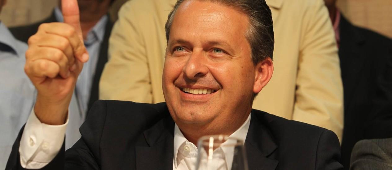 Eduardo Campos em visita à Campinas, de onde depois seguiu para o Norte e Nordeste brasileiro Foto: Fernando Donasci / Agência O Globo