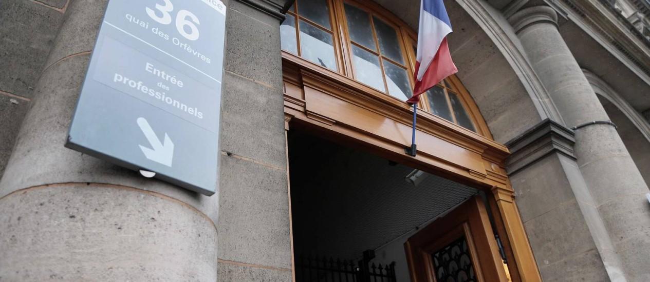 Sede da polícia francesa em Paris, onde uma turista canadense de 34 anos teria sido estuprado por oficiais de elite Foto: JACQUES DEMARTHON / AFP