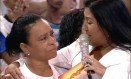 Regina Casé e Maria de Fátima, mãe de Douglas Rafael da Silva Pereira, o DG, no programa 'Esquenta' Foto: Reprodução / TV Globo