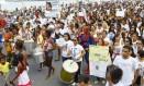 Cerca de 300 pessoas participaram, na tarde deste domingo, da manifestação Foto: Marcelo Carnaval / Agência O Globo