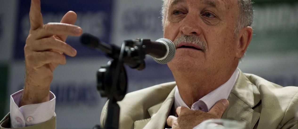 Felipão disse que torcedores racistas querem é 'aparecer' Foto: Nelson Almeida / AFP
