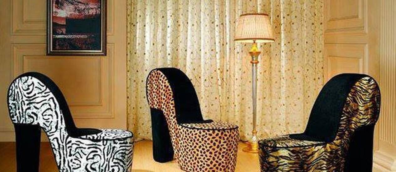 Poltronas com formato de sapato feminino para alegrar a sala Foto: Reprodução da internet