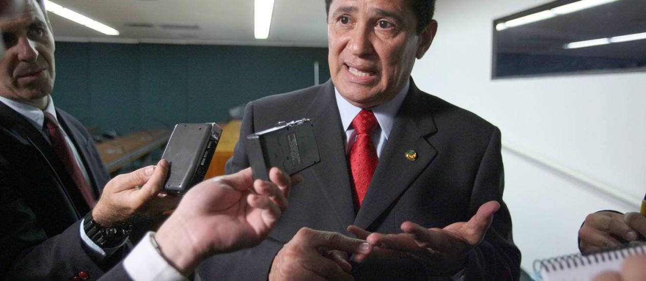 Alfredo Nascimento, presidente do PR, é criticado por Bernardo Santana, líder da legenda na Câmara, quer que o partido saia da base aliada de Dilma Foto: Ailton de Freitas / Agência O Globo