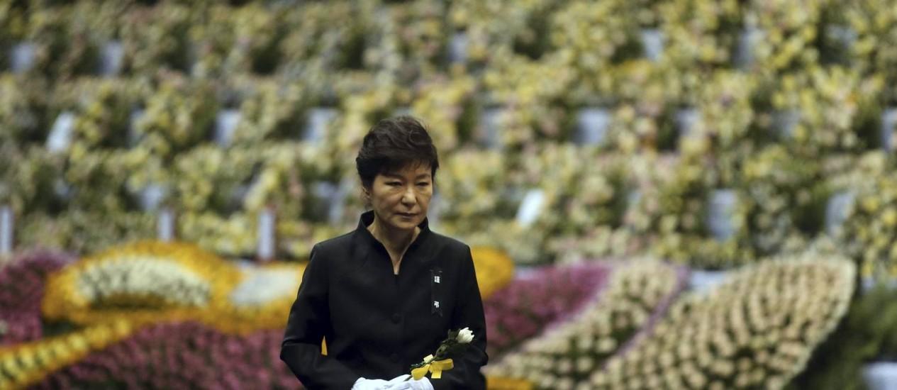 Presidente da Coreia do Sul, Park Geun-hye, participa do tributo às vítimas do naufrágio da balsa Sewol, em Ansan Foto: YONHAP / REUTERS