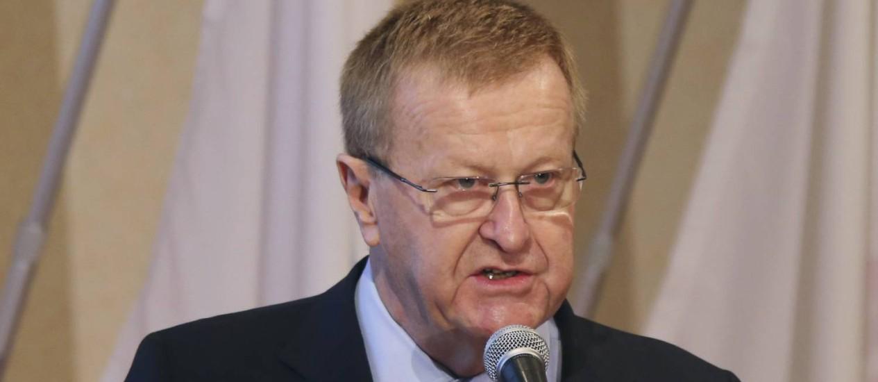 O vice-presidente do COI John Coates criticou os preparativos para a Rio 2016 Foto: Koji Sasahara / AP